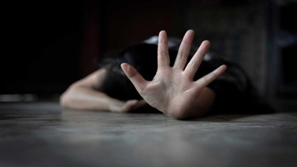 شاب يقتل ابنة خالته حرقا بعدما فشل في اغتصابها