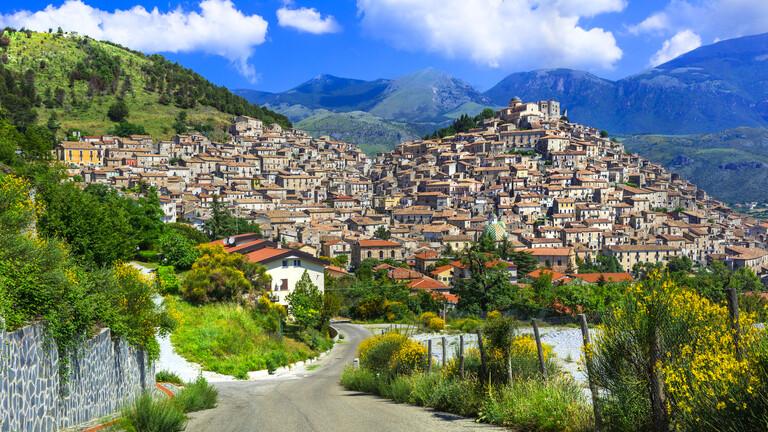 قرى إيطالية تمنح 33 ألف دولار للراغبين في العيش فيها