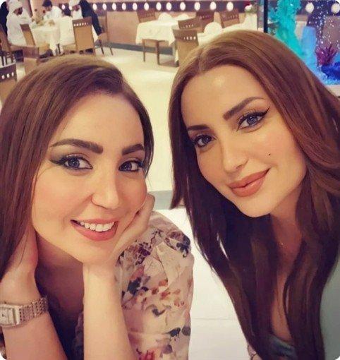نسرين طافش تتصدر الترند بصورة مع شقيقتها